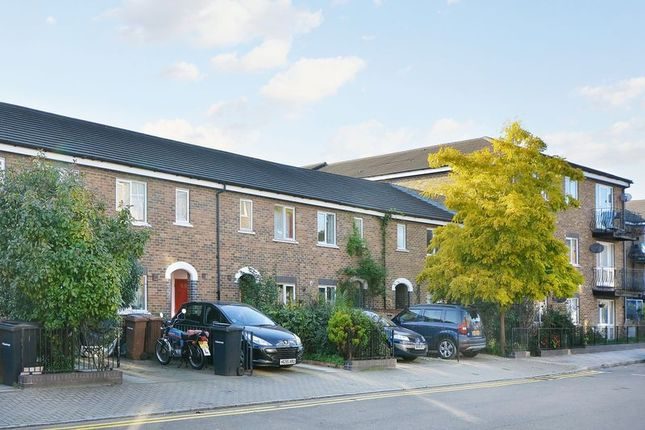 Thumbnail Terraced house for sale in Skipworth Road, London
