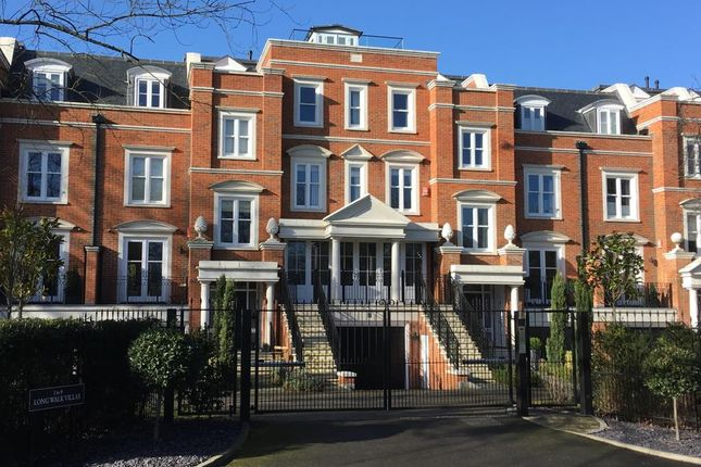 Thumbnail Town house to rent in Long Walk Villas, Windsor