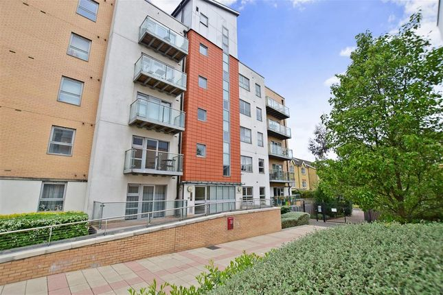 Thumbnail Flat for sale in Queen Mary Avenue, London