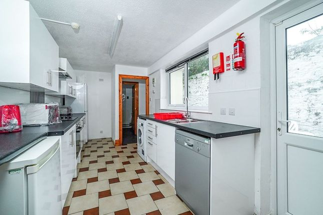 5 bed terraced house to rent in Clifton Place, Plymouth PL4