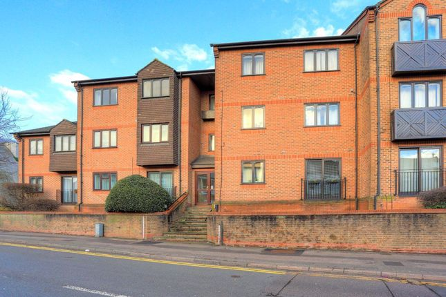 1 bed flat to rent in Chatsworth Court, Stanhope Road, St Albans AL1