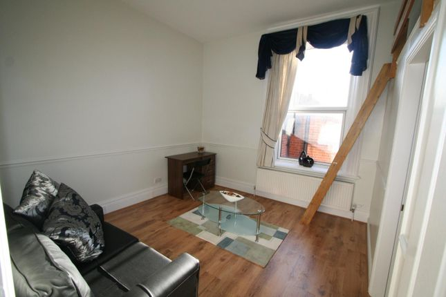Thumbnail Studio to rent in Flat 5, 2 Victoria Terrace, University