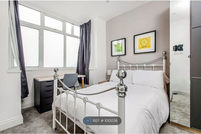 Room to rent in Queens Road, Portsmouth PO2