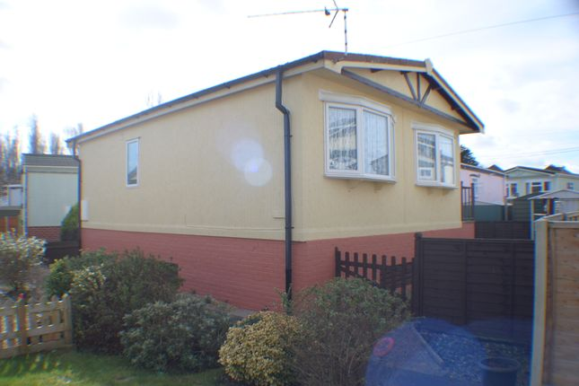 Thumbnail Mobile Park Home For Sale In Iford Bournemouth