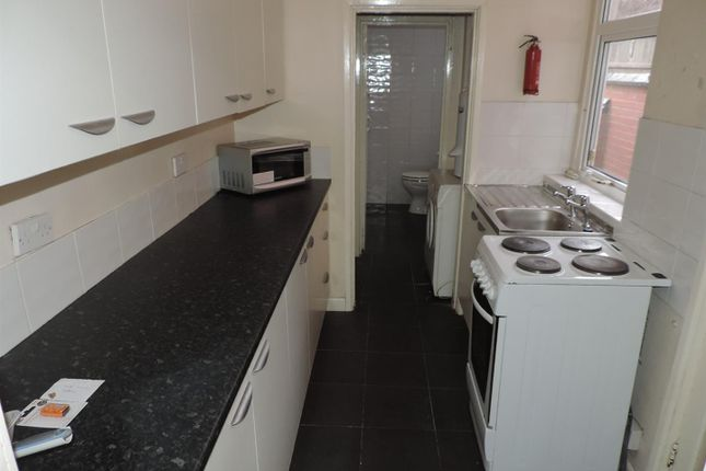 Kitchen of Grafton Street, Stoke, Coventry CV1
