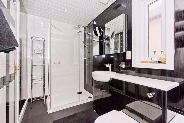 Family Bathroom of Graycliff, Panmurefield, Broughty Ferry DD5