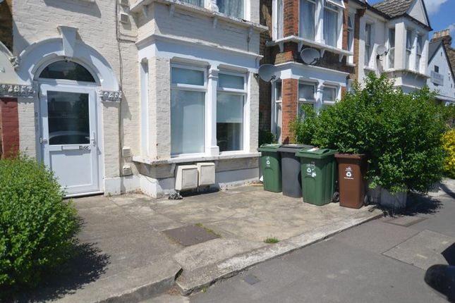 Thumbnail Flat to rent in Grove Green Road, London
