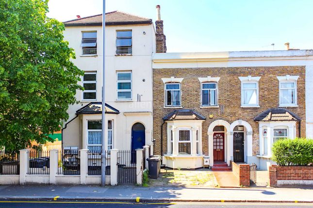 Thumbnail Flat to rent in Grange Park Road, London