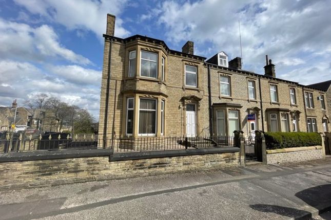 3 bed flat to rent in Wentworth Street, Huddersfield HD1