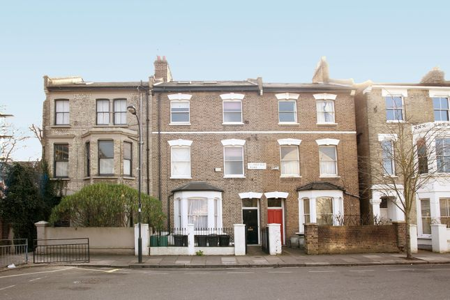 Thumbnail Shared accommodation to rent in Thornfield Road, London