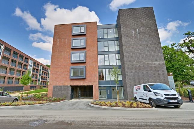 Thumbnail Flat to rent in Ebony Crescent, Cockfosters
