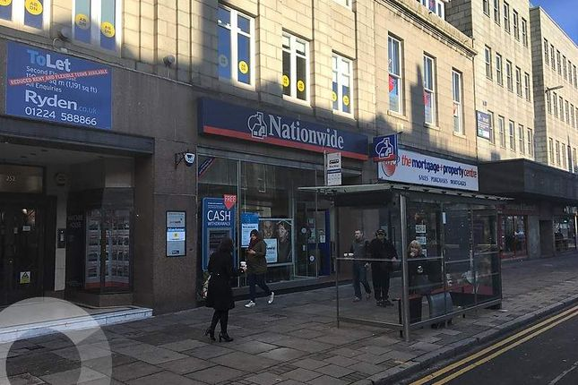 Retail premises to let in Union Street, Aberdeen