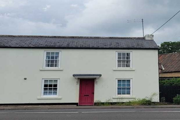 2 bed flat to rent in Langley Road, Chippenham SN15