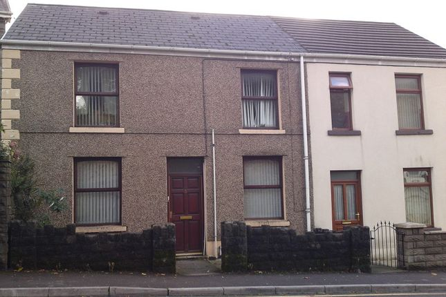 Thumbnail Flat to rent in First Floor Flat, 5 High Street, Clydach, Swansea.