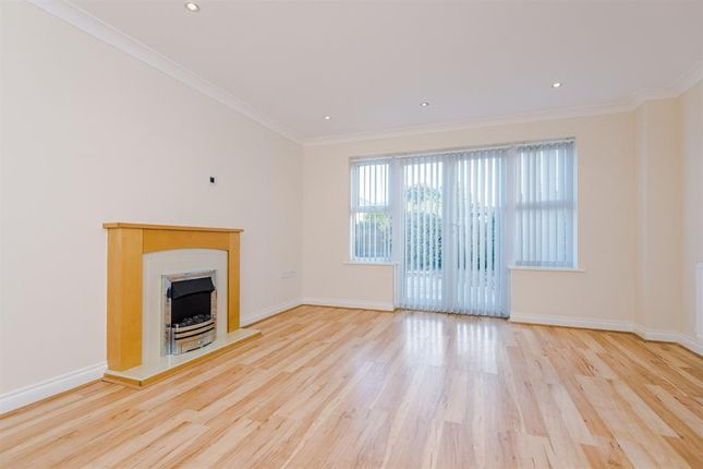 Thumbnail Town house to rent in Lawndale Drive, Worsley, Manchester