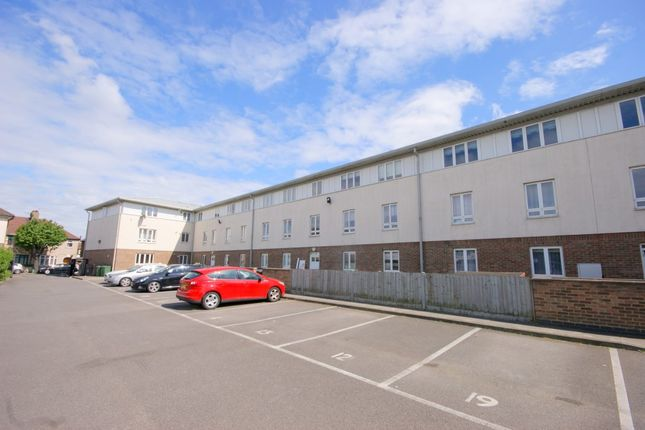 2 bed flat to rent in Knightleys Court, Leyton