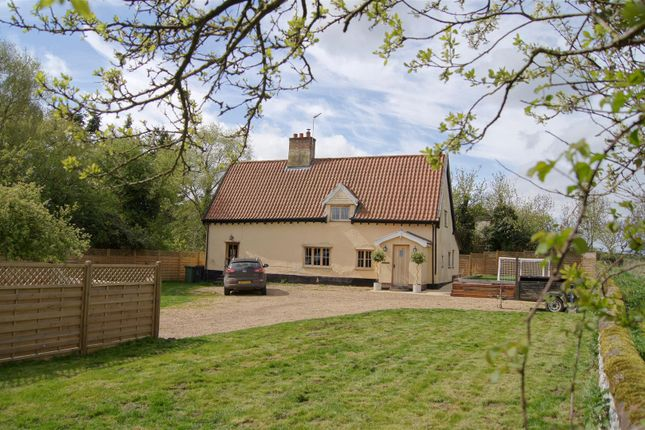 Thumbnail Cottage for sale in Redgrave Road, South Lopham, Diss