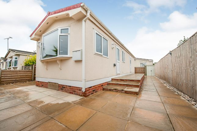 Thumbnail Mobile/park home for sale in Russet Avenue, St. Johns Priory, Lechlade