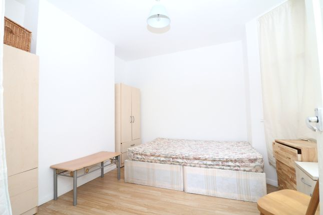 Studio to rent in Chingford Road, Walthamstow