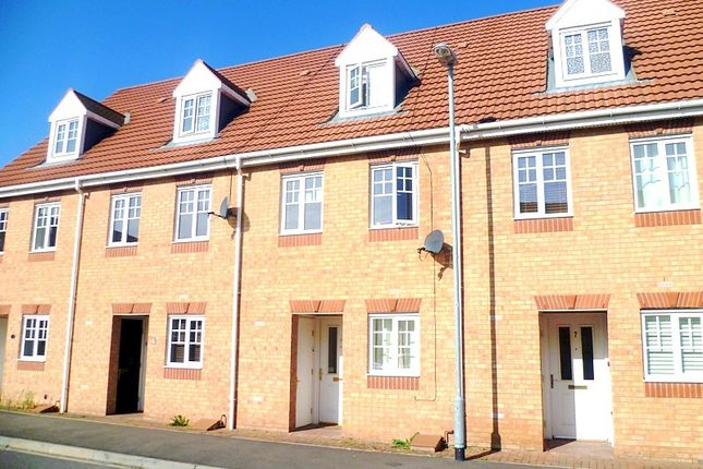 Thumbnail Town house to rent in Curbar Close, Mansfield, Nottinghamshire