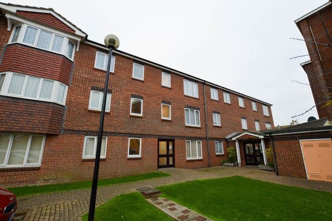 Thumbnail Flat to rent in Wannock Road, Eastbourne