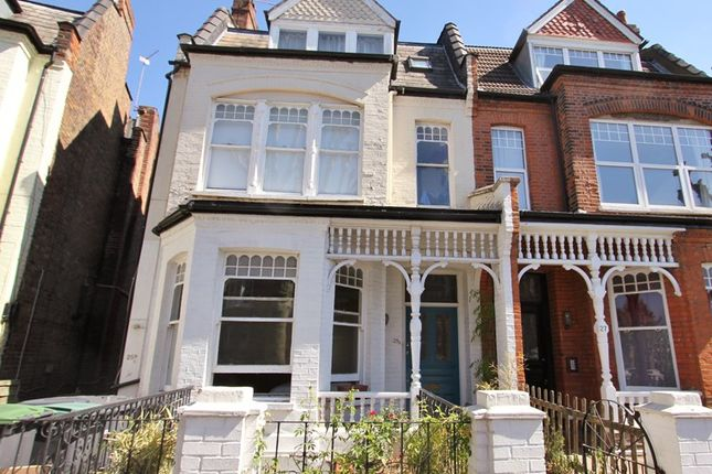Thumbnail Flat to rent in Kings Avenue, London, Greater London