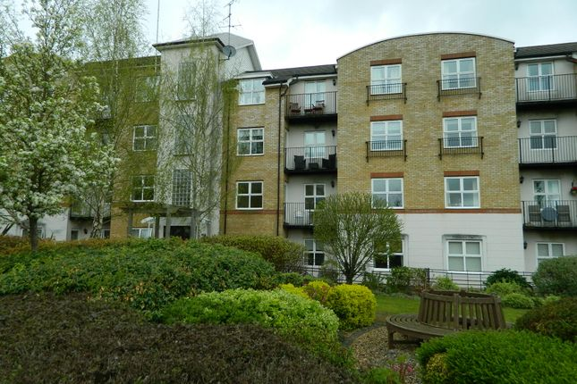 Thumbnail Flat to rent in Russell Road, Basingstoke
