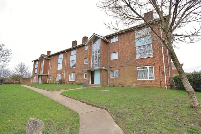 Main Picture of Moore Avenue, Bournemouth BH11