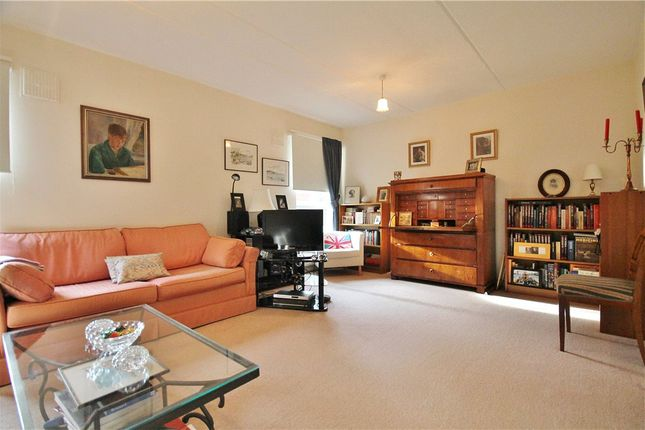 Thumbnail Maisonette for sale in Gladstone Road, Chiswick