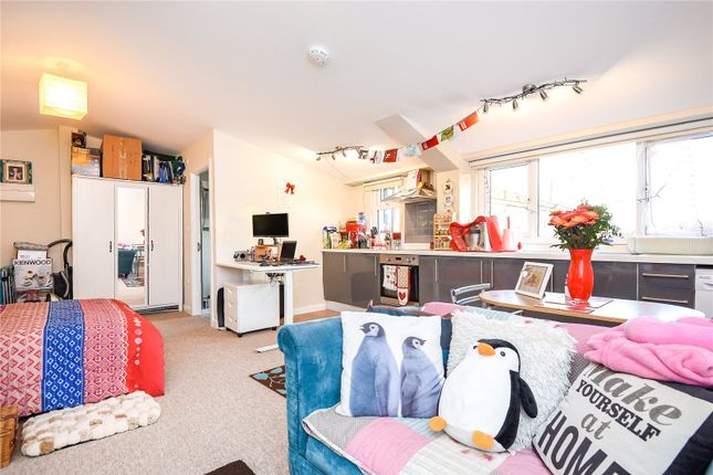 Thumbnail Studio to rent in The Warehouse, Harcourt House, Cotswold Dene, Standlake, Witney