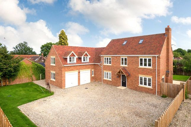 Thumbnail Country house for sale in The Croft, Baughurst