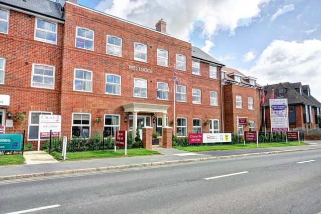 Thumbnail Flat for sale in Dean Street, Marlow