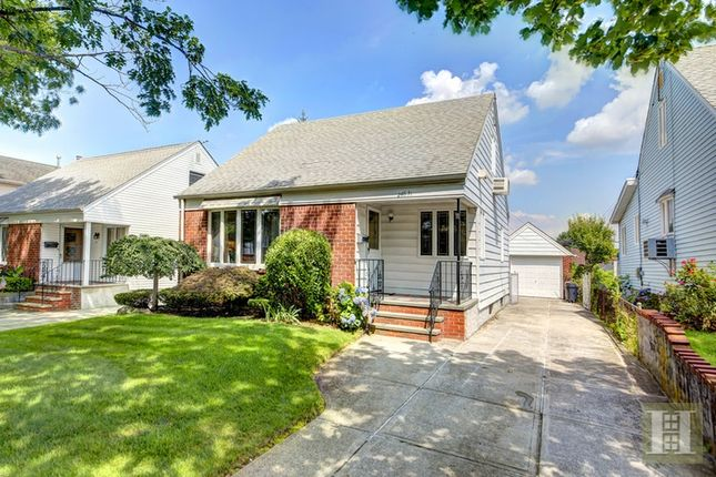 Thumbnail Town house for sale in 246 -31 Van Zandt Avenue, Queens, New York, United States Of America