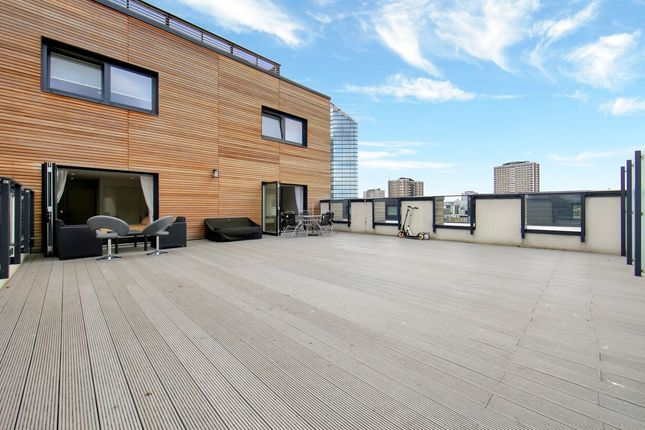 Thumbnail Flat to rent in The Cooper Building, 36 Wharf Road, London