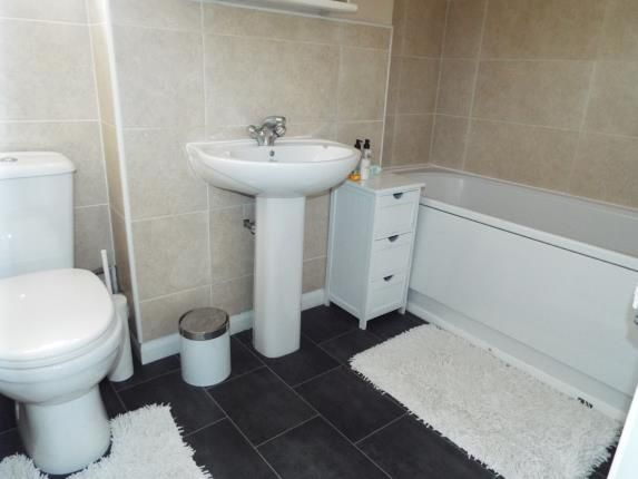 Bathroom of Rookery Drive, Luton, Bedfordshire LU2