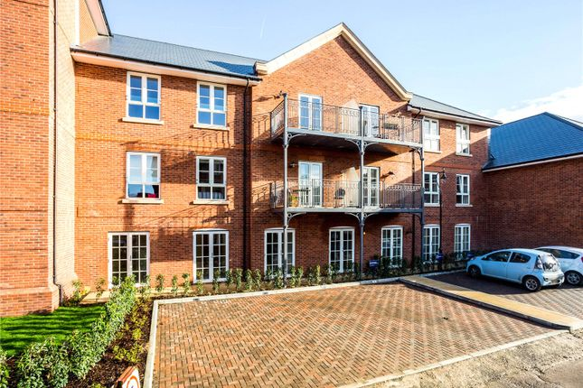 Thumbnail Flat for sale in Windsor Court, Marlow, Buckinghamshire