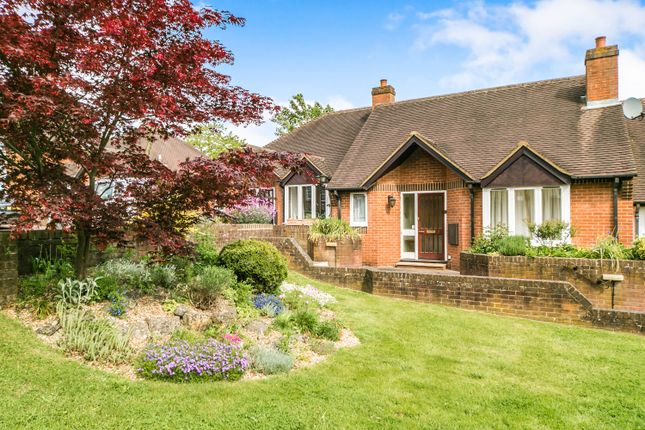 Thumbnail Bungalow to rent in War Memorial Place, Henley-On-Thames