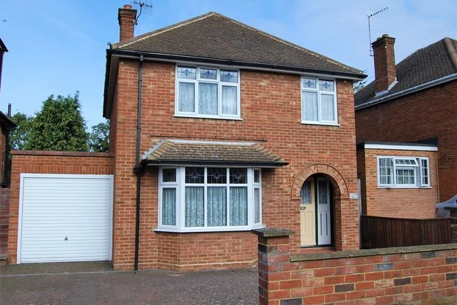 Thumbnail Detached house for sale in Belmont Road, Hemel Hempstead