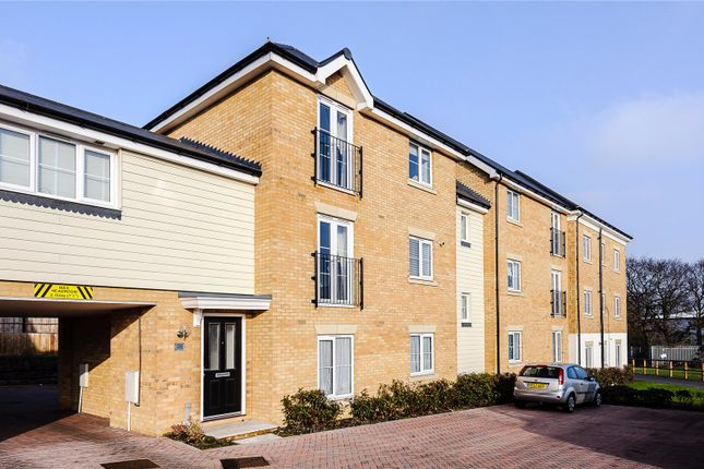 2 bed flat for sale in Warwick Crescent, Laindon, Essex