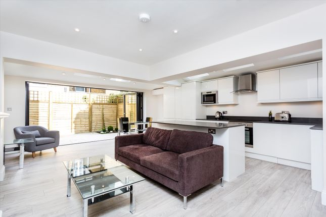 2 bed flat for sale in Broxash Road, London SW11