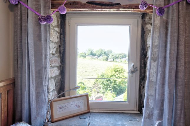 Feature Exposed Stone & View