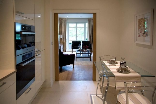 Thumbnail Flat for sale in Kingsley Way, London