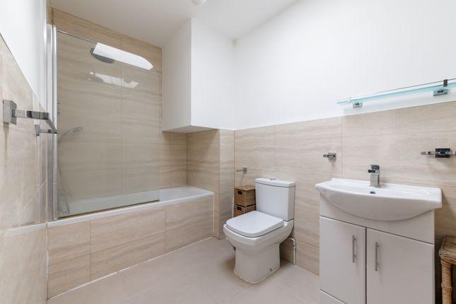 Bathroom of Cleveland Street, Fitzrovia W1T
