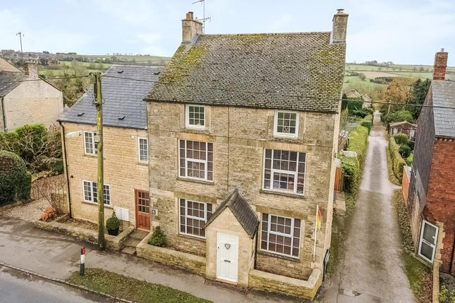 Thumbnail Detached house for sale in Chipping Norton, Oxfordshire