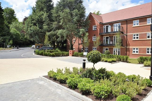 Thumbnail Flat for sale in Marple Lane, Chalfont St. Peter, Gerrards Cross