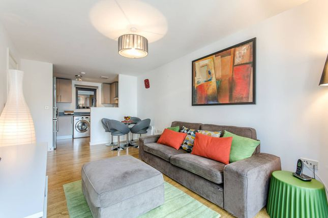 Flat to rent in Palmers Road, Bethnal Green