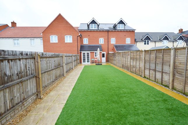 Picture No. 25 of Brick Road, Great Wakering, Southend-On-Sea, Essex SS3