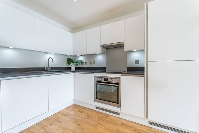 Thumbnail Flat to rent in Derry Court, Streatham, London
