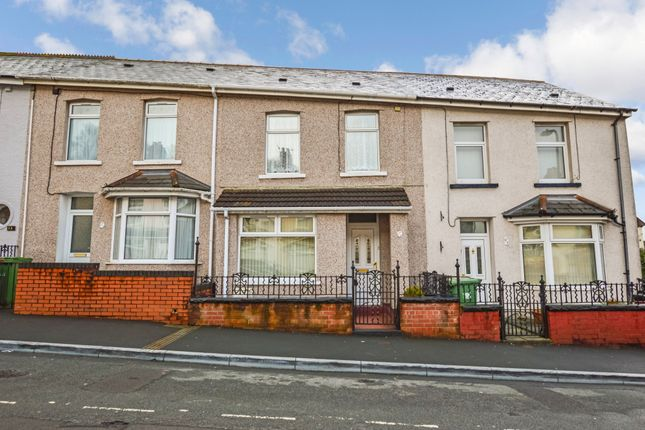 Thumbnail Terraced house for sale in No Chain With Garage, Walk To Town Centre, Bedwlwyn Steet