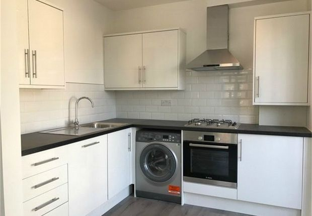 Thumbnail Flat for sale in Clifton Road, Isleworth, London